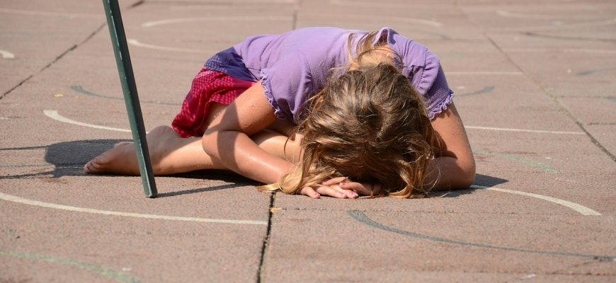 """How to Understand and Love the """"Difficult"""" Child (With Free Behavior Chart)"""